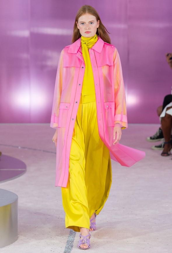 2019 ilkbahar yaz moda trendleri şeffaf yağmurluklar
