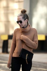 2019 sokak modası topuz saç modelleri