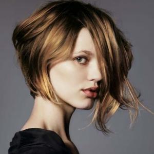 Asimetrik saç kesimi