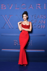 Bella hadid versace imzalı kırmızı elbisesi