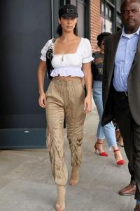 Bella Hadid 2019 kargo pantolon sokak stili