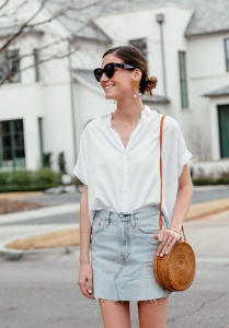 Beyaz gömlek denim etek sokak stili 2019
