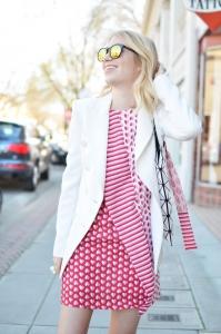 Desenli elbise beyaz blazer kombini 2019