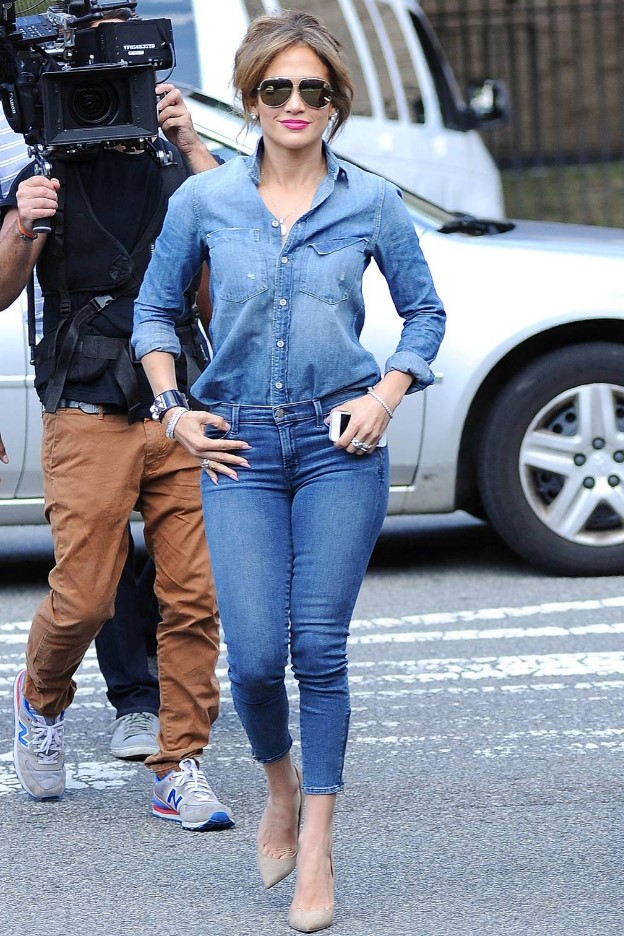 Jennifer Lopez muhteşem double denim stili