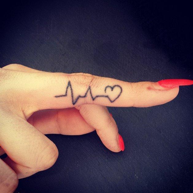 Kalpli parmak dövmeleri