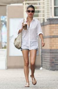kot şort beyaz gömlek sokak stili 2019