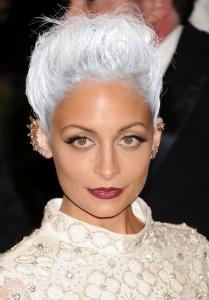 Nicole Richie gri beyaz saç rengi