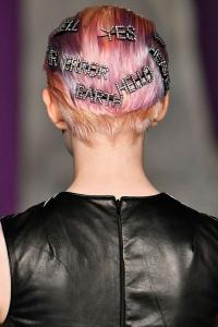 Sokak modası trendleri sloganlı saç tokaları 2019