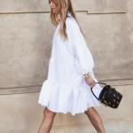 Yazlık beyaz elbise beyaz spor ayakkabı kombini 2019