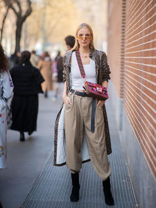 geniş paça pantolon ve çizme kombini 2020