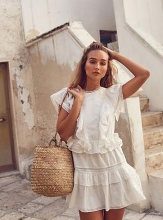 2cb88a809e17e Rahat ve şık 2019 yazlık beyaz elbiseler. günlük beyaz elbiseler 2019