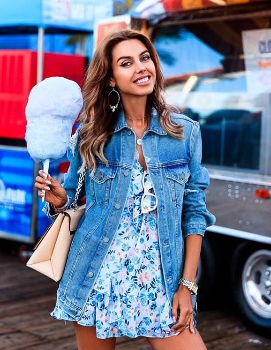 kot ceket ile çiçek desenli elbise kombini 2019