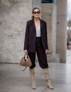 yeni moda geniş paça pantolon ile çizme giymek