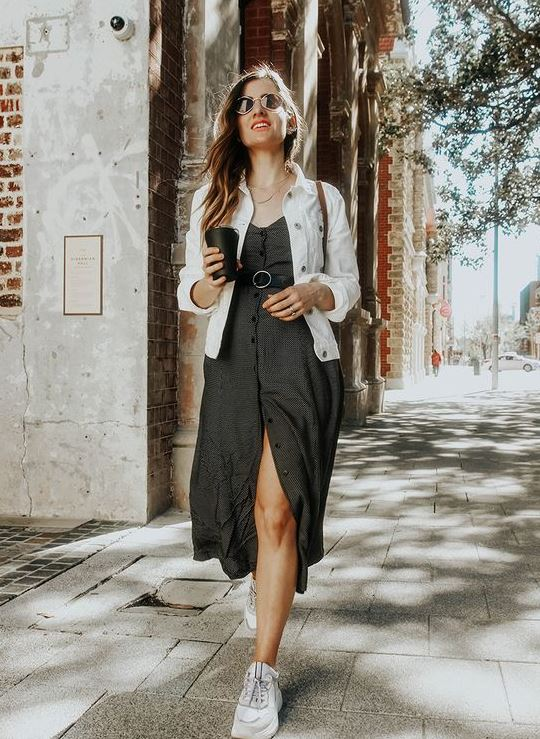 beyaz kot ceket ile elbise kombini 2020