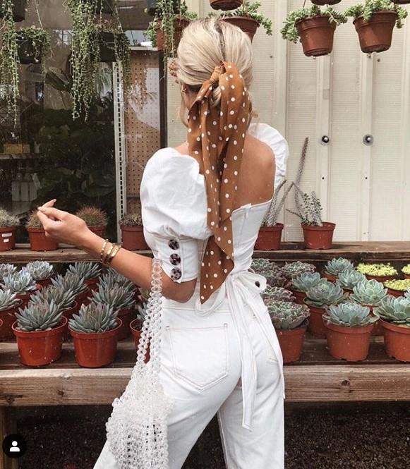 Beyaz kot pantolon modelleri 2019 2020 Klasik tarzın doğru şekilde kombinlenmesi