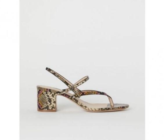 hm parmak arası yılan desenli sandalet modeli 20