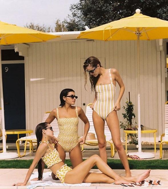 yaz plaj modası sarı mayolar 2020