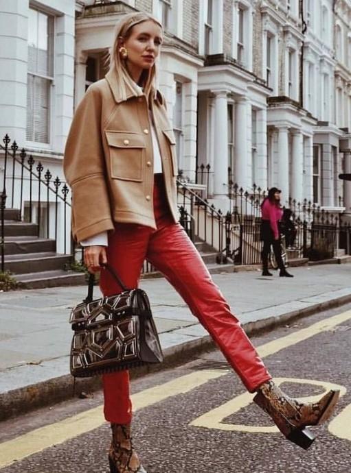 kırmızı pantolon kombinleri 1